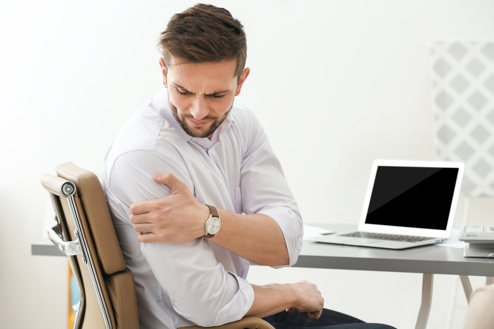 Man suffering from impingement syndrome